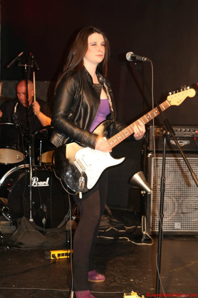 mena with black fender